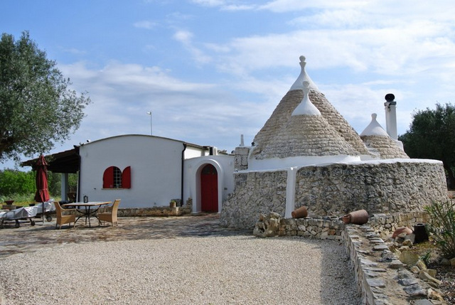 Property with trullo and lamia for sale in Ostuni, TRULLO DEBBIE