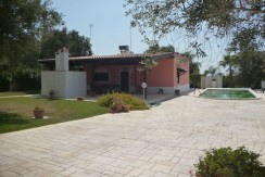 villa with swimming pool for sale in puglia southern italy