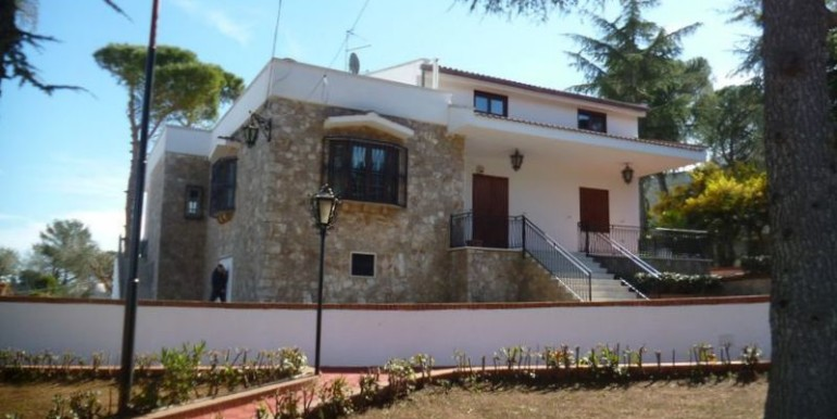 Villa for sale in Italy Puglia, Martina Franca with panoramic view