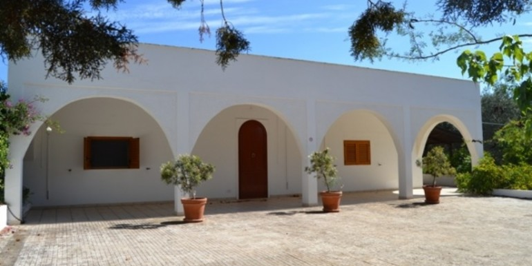 property for sale in puglia italy with swimming pool