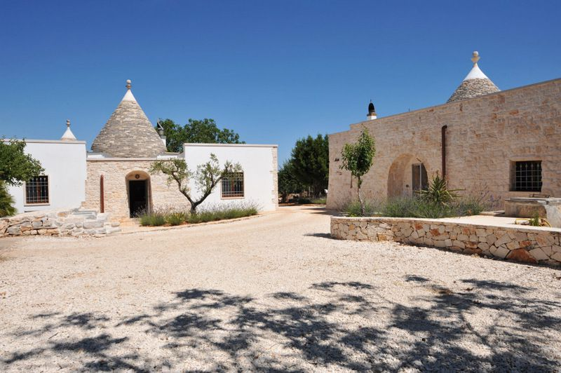 Trulli property for sale in Puglia with swimming pool, TRULLO DEI COLLI