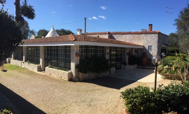 Villa for sale in Puglia Italy, with trullo ready to be moved into