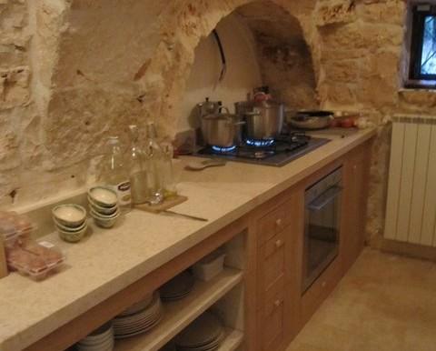 Trullove-puglia-trulli-kitchen-12