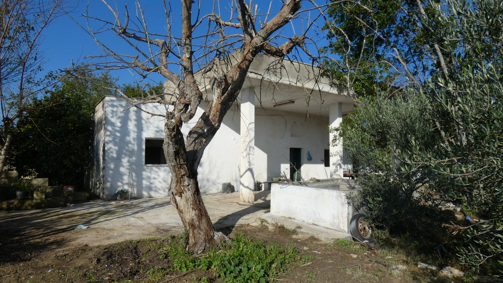 Country house for sale in Puglia, Italy with plot of land