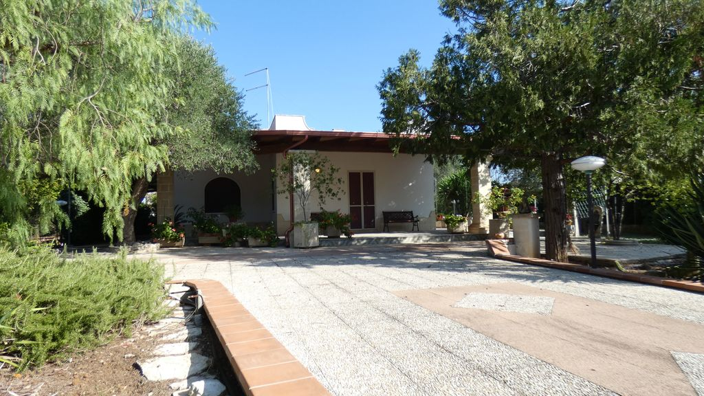 Villa for sale with appurtenant and well tended garden