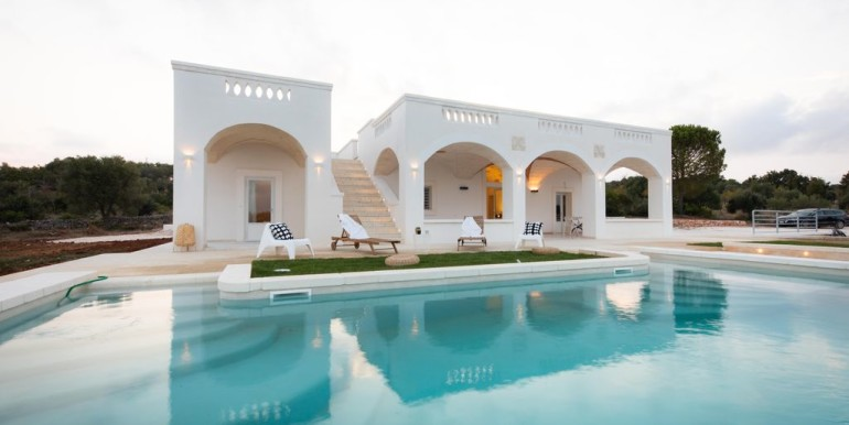 Elegant villa for sale in Puglia Italy, Ostuni, with pool