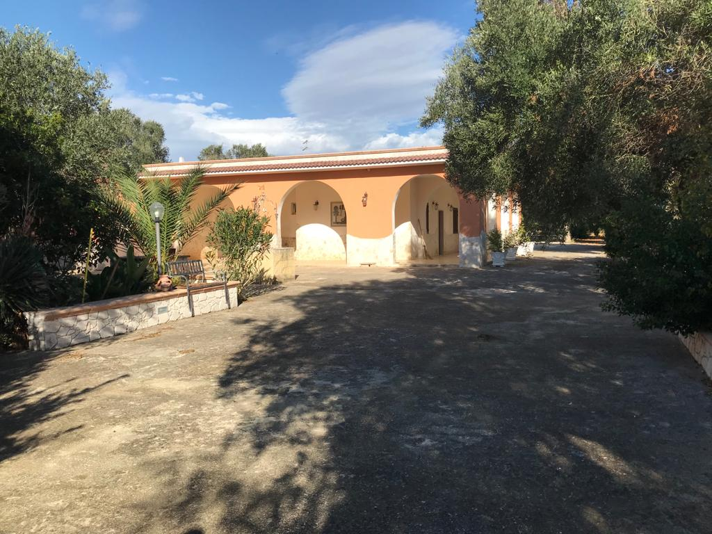 House for sale ready to be moved into Puglia