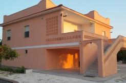 Villa for sale in Puglia with appurtenant plot of land