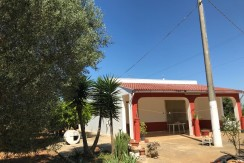 Country house for sale in Puglia, Oria, with appurtenant plot of land