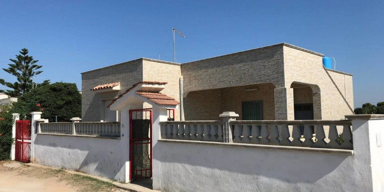 House for sale in Puglia, Marina di Lizzano, private garden