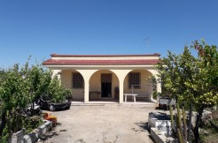 Country house for sale in Francavilla Fontana, with olive grove and vineyard