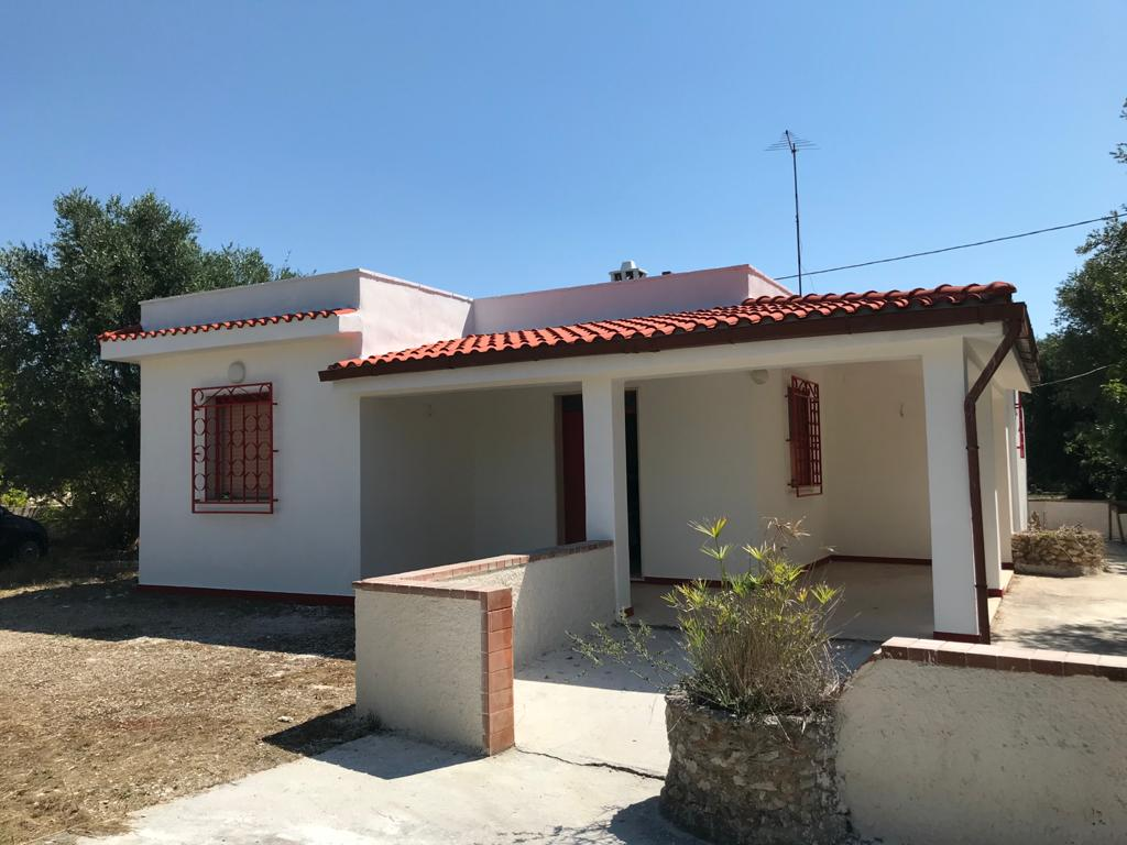 Country house for sale with olive grove, good condition