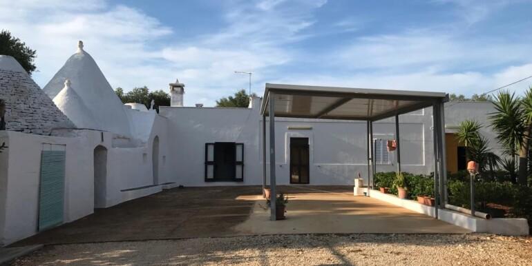 Trulli complex with lamia for sale in Puglia, Ceglie Messapica, Italy