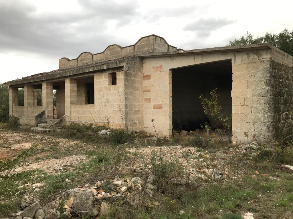 Country house for sale to be finished