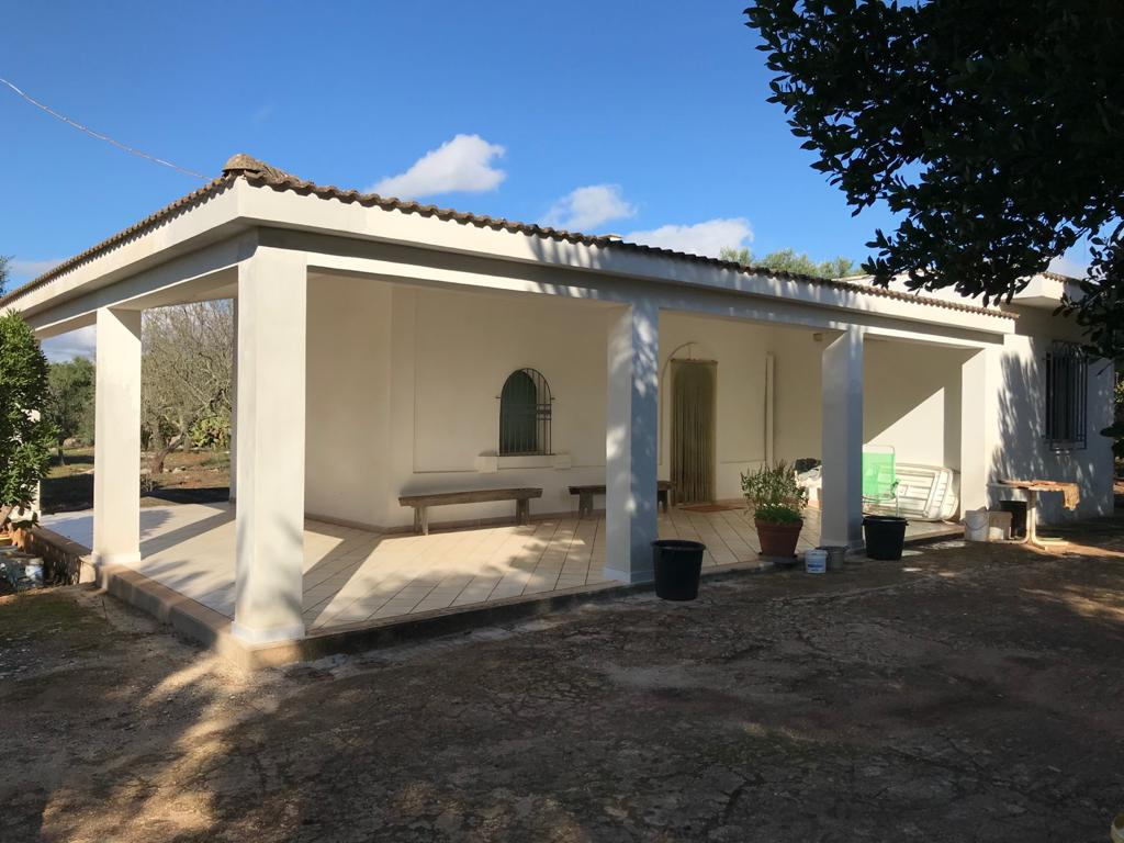 Country house for sale with 2 lamias and olive grove