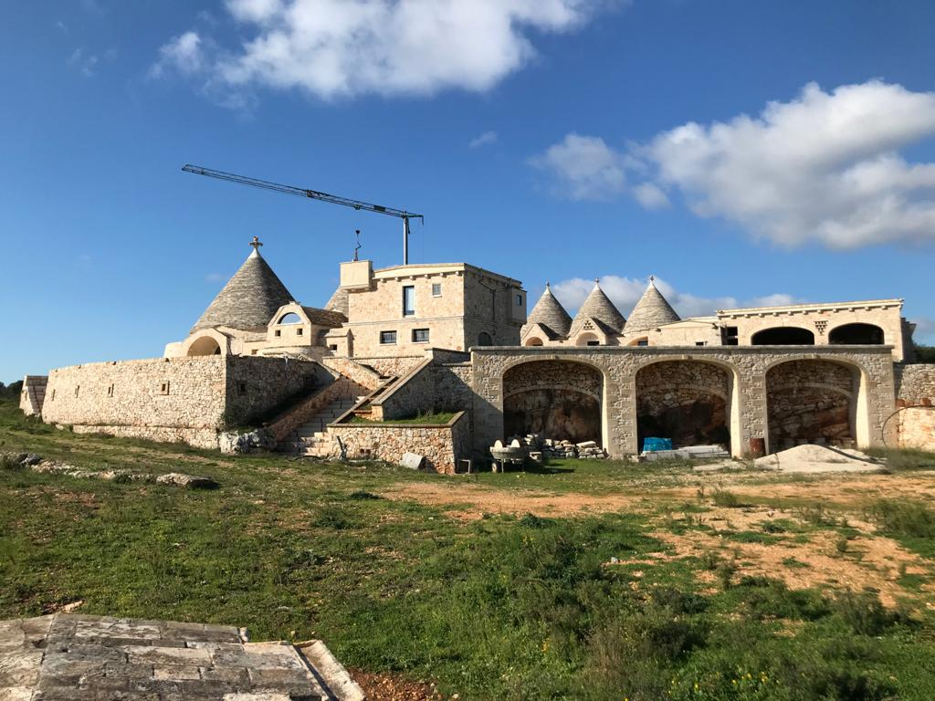 Masseria for sale, ideal for business investment