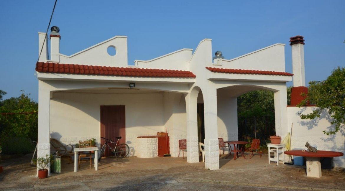 Country house for sale in good conditions, with appurtenant plof of land