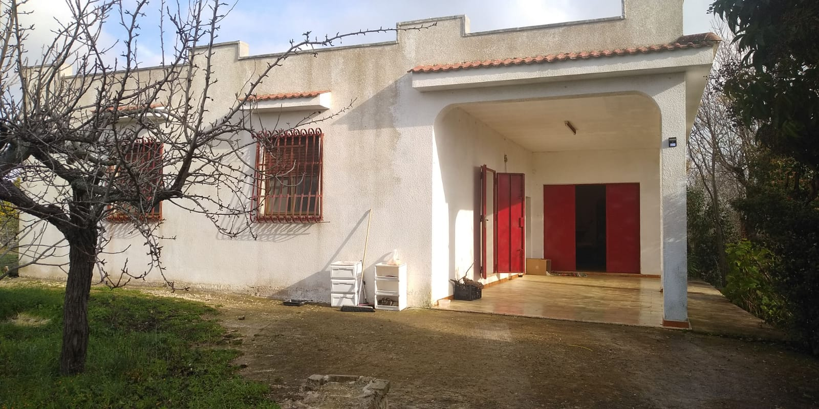 Country house for sale in good conditions, with plot of land