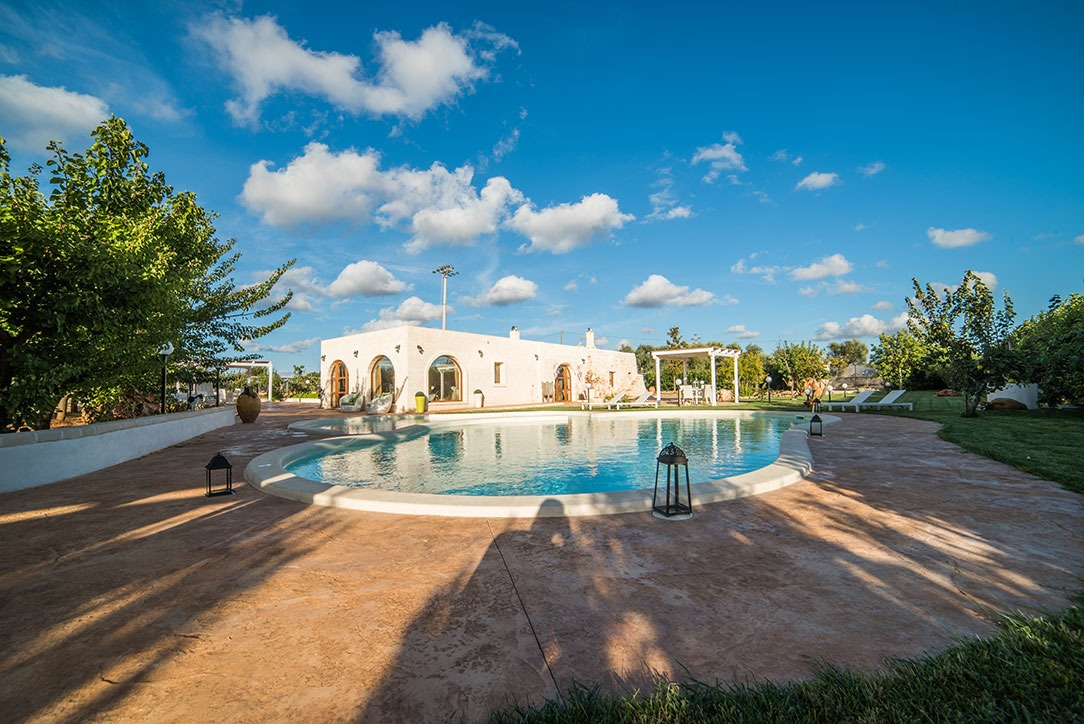 Villa with swimming pool for sale