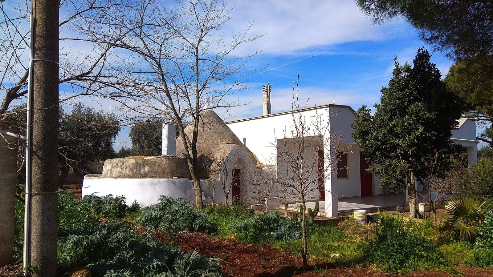 Villa with trullo for sale, garage and appurtentant plot of land