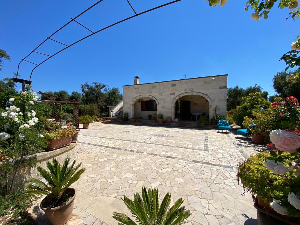 Stone villa for sale with appurtenant garden