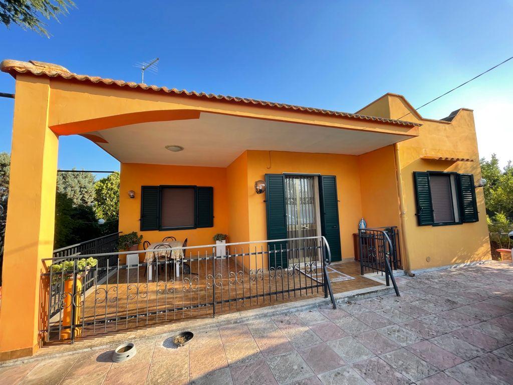 Villa for sale with appurtenant garden